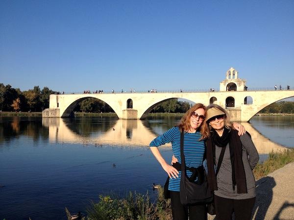 """humming """"Sur le Pont d'Avignon"""""""