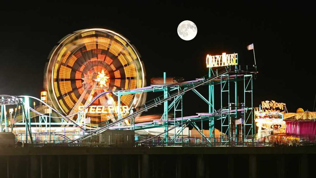 One of the tallest observation wheels in the country will soon be found on the beachfront. (Photo Courtesy of Newsworks.org)