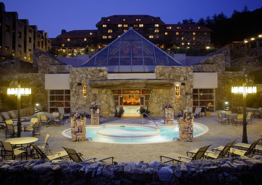 Outdoor Terrace Whirlpool at The Omni Grove Park Inn Spa