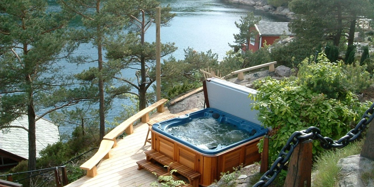 Warm Up with Hot Tub Trends for This Fall and Winter