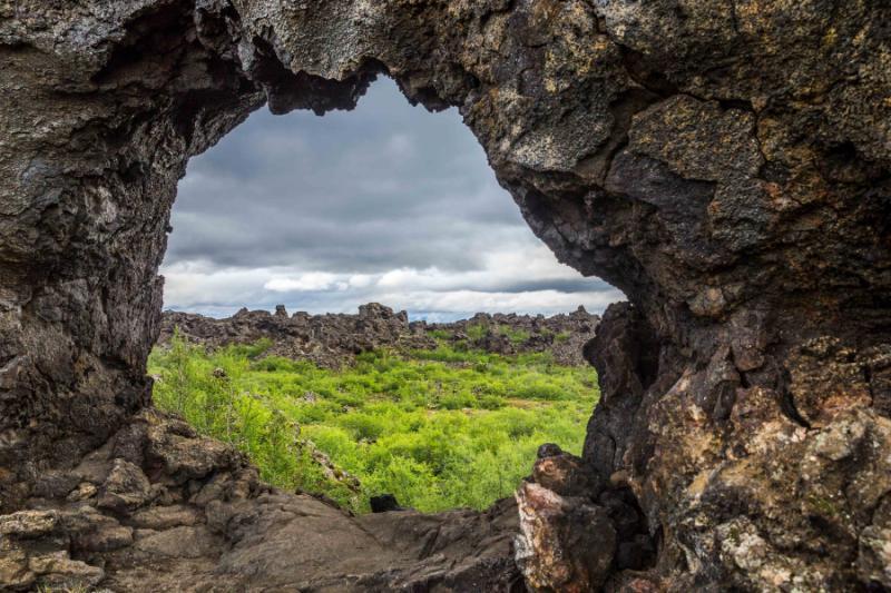 iceland_dimmuborgir_dimmuborgir_iceland_troll_area_rock_window_eye_through_the_rocks_lava_field_volcano_volcanic_area_nordic