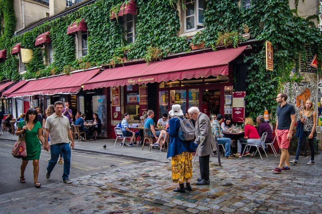Cobbled-street-Marais-Marche-des-Enfants-Rouges-Food-Hall-Market