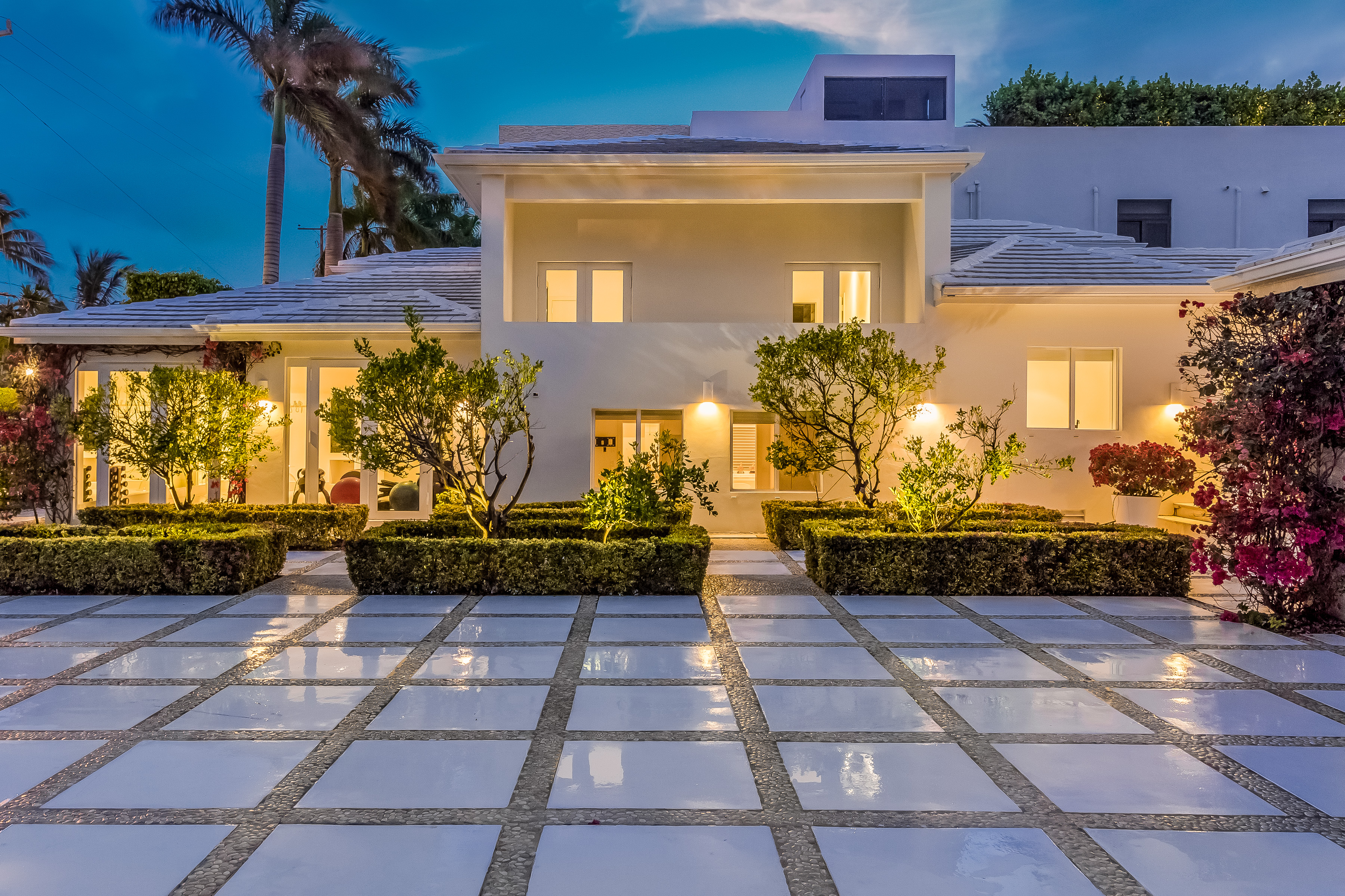 Shakira has offered for sale a villa 48