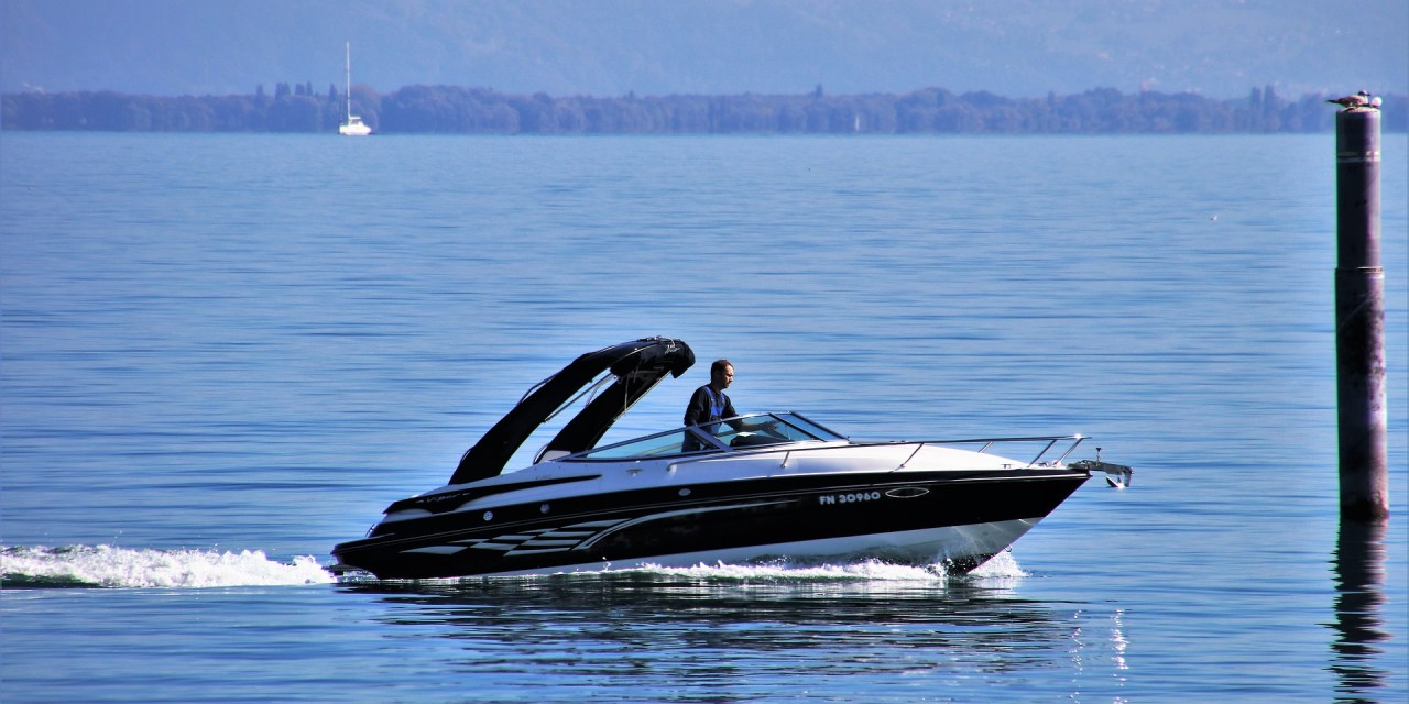 Types of Motor Boats and Reasons to Buy Them