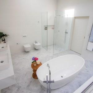 Domayne Victoria and Albert Bathroom Design Competition 2016 - Lillian Ajuria Barcelona Bath with outdoor atrium and vines. Bathroom garden with vines