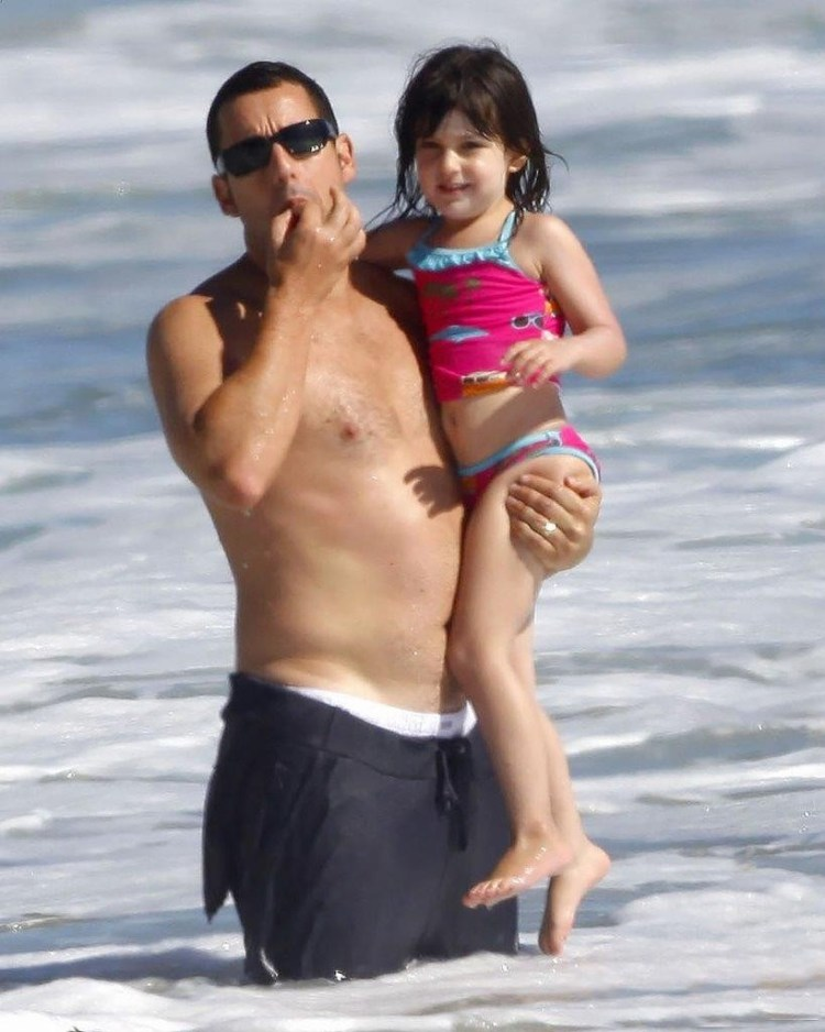 "Adam Sandler - a typical representative of men with ""granny body."" However, apparently, in doing so he is really a good father."