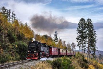 Romance of steel roads Omega railway model of watches Railmaster