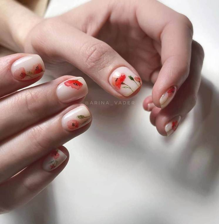 Delicate summer manicure charming designs