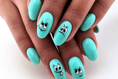 Blue manicure with black nail polish for summer