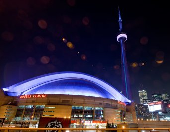 LuxeGetaways - Luxury Travel - Luxury Travel Magazine - Luxe Getaways - Luxury Lifestyle - Digital Travel Magazine - Travel Magazine - 10 Reasons To Visit Toronto Canada - CN Tower at night - Rogers Centre