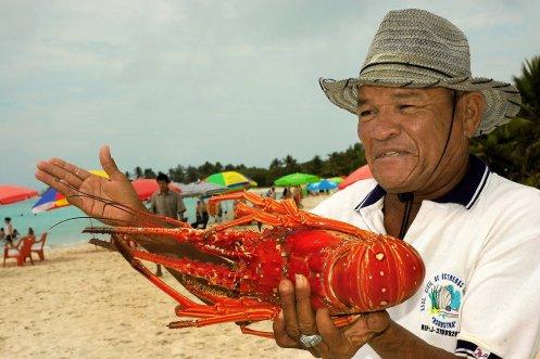 LuxeGetaways Magazine   Courtesy Caribbean Travel Association   Vendedores