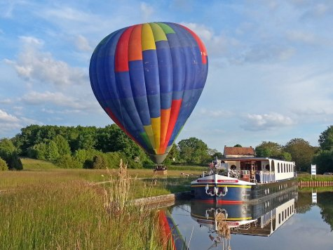 LuxeGetaways - Luxury Travel - Luxury Travel Magazine - Barge Cruise - Abercrombie and Kent - A&K - Geoffrey Kent - France Barge Cruises - Holland Barge Cruise - Hot Air Balloon Ride France