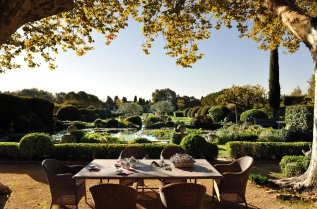 LuxeGetaways_Domaine-d-Ares_Provence_Luxury-Villa_Over-The-Top-Luxury-Villas