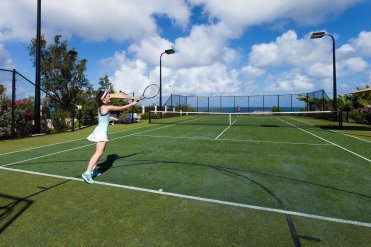 LuxeGetaways_Villa-Nevaeh_Luxury-Villa-Rentals_Over-The-Top-Luxury-Villa_Tennis