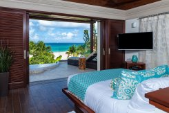 LuxeGetaways_Villa-Nevaeh_Luxury-Villa-Rentals_Over-The-Top-Luxury-Villa_Masterbedroom