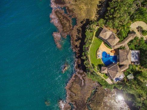 LuxeGetaways_Wavi-Island_aerial-view-luxury-villa