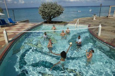 LuxeGetaways - 25 Poolside Experiences - Luxury Hotel Pools - Jewel Resorts Pool Volleyball