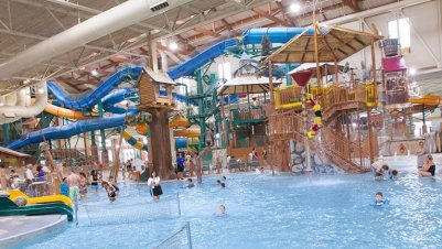 LuxeGetaways - 25 Poolside Experiences - Luxury Hotel Pools - Great Wolf Lodge - Kids Pool Adventure