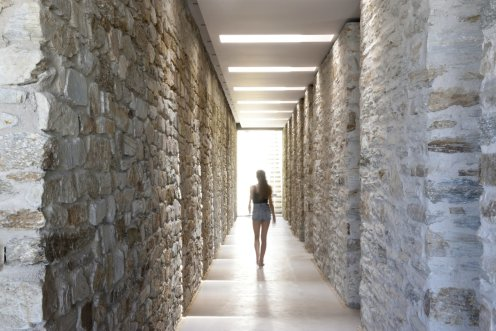 LuxeGetaways - Luxury Travel - Luxury Travel Magazine - Luxe Getaways - Luxury Lifestyle - Luxury Villa Rentals - Villas with Forever Views - Luxe Villas - Luxury Rentals - Greece - Aetos - Mylopotas - Island of Ios - Cyclades - Interior