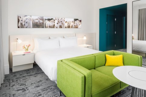 LuxeGetaways - Luxury Travel - Luxury Travel Magazine - Luxe Getaways - Luxury Lifestyle - Fall Travel Packages - Autumn Travel - 21c Museum Hotel - 21c Hotel Lexington