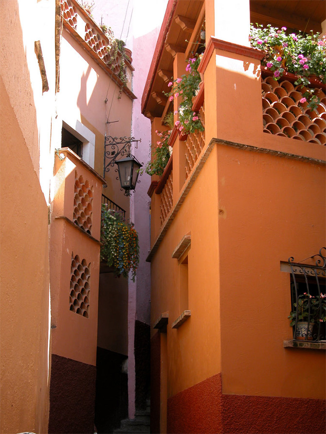 Callejon del Beso (Alley of the Kiss)