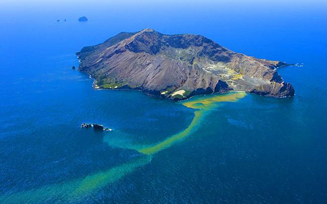 Scuba Diving in New Zealand White Island