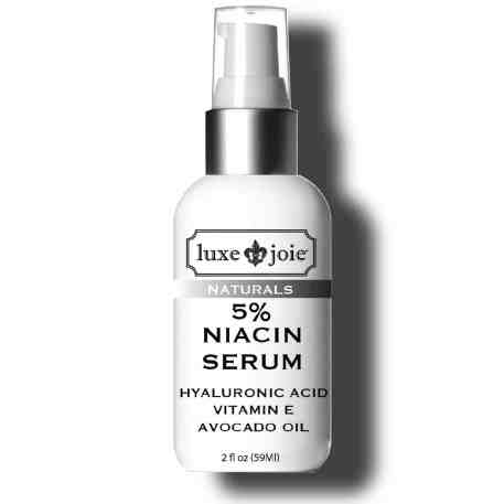 niacin serum on white background with drop shadow 300