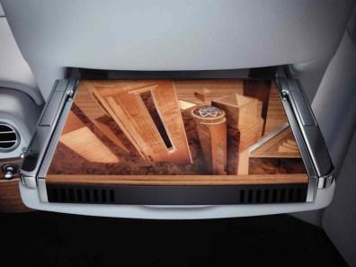 Mỗi thiết kế trong nội thất được tạo thành từ hơn 500 miếng gỗ lắp ráp bằng tay