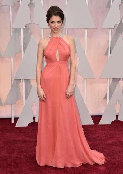Anna Kendrick mặc đầm được chỉnh riêng của Thakoon