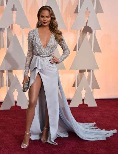 Vợ của John Legend, Chrissy Teigen, không được đánh giá cao với thiết kế của Zuhair Murad