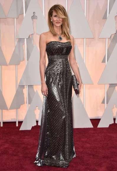 Laura Dern chọn đầm ánh kim của Alberta Ferreti và trang sức Bulgari