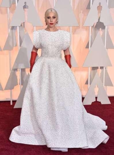 """Lady Gaga trở thành chủ đề """"chế"""" ảnh trên mạng internet sau khi xuất hiện trên thảm đỏ Oscars"""