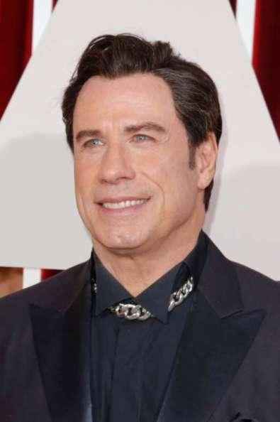 John Travolta bị chê với sợi xích đeo cổ khá thô