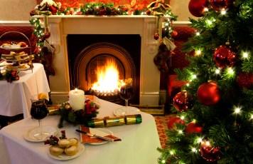romantic_christmas_night_decoration_wine_hd-wallpaper-1631136