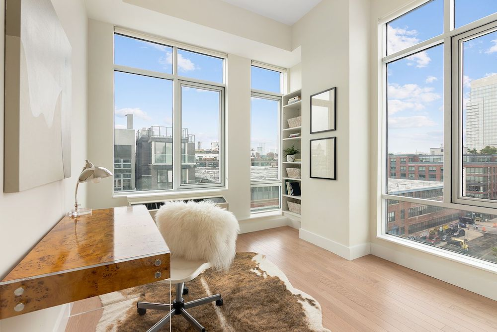 This Williamsburg Penthouse Boasts Expansive Manhattan Skyline Views