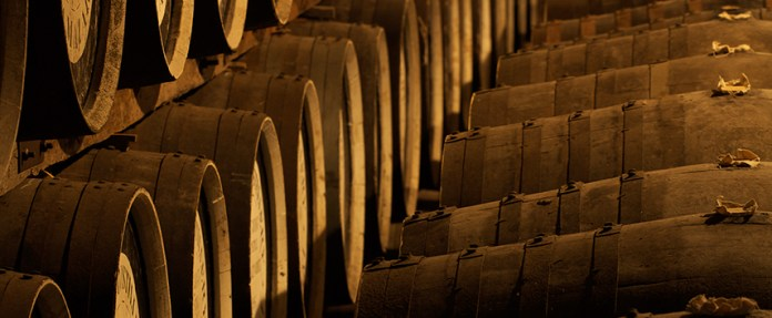 AGEING BEST LUXURY WHISKY