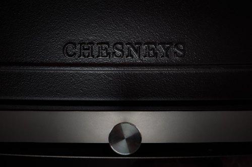 chesneys heat logo detail