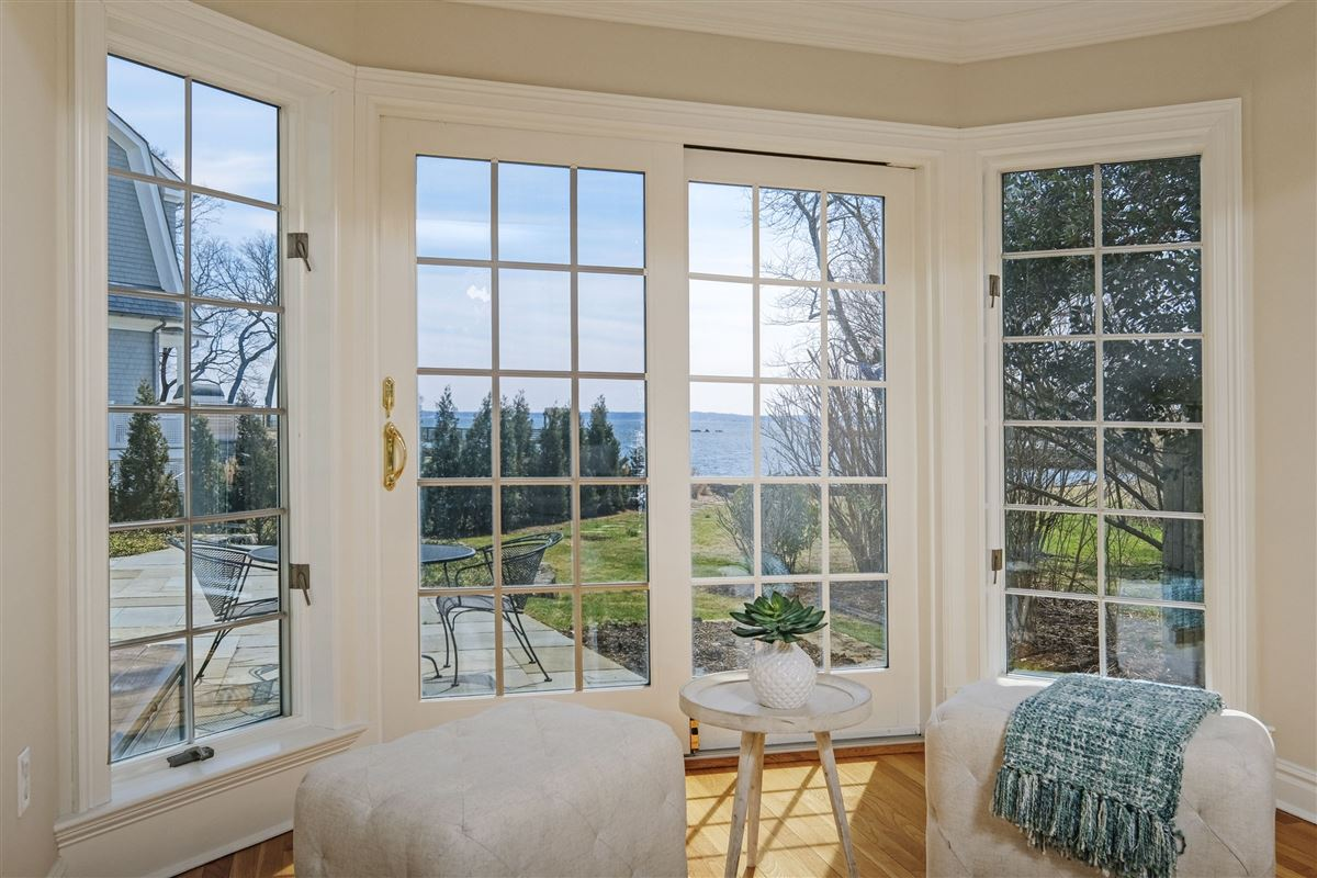 Serene Coastal Living New York Luxury Homes Mansions For