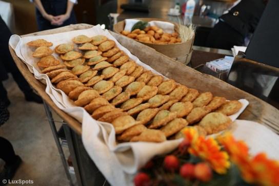 Gefüllte Teigtaschen wurden zur Pressekonferenz im Tilia Restaurant gereicht