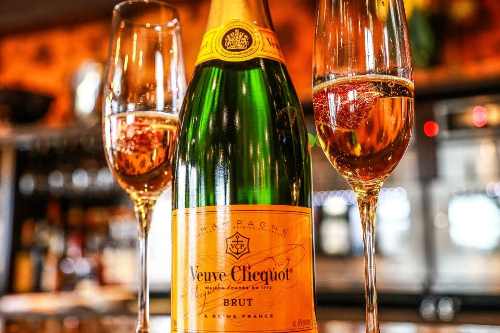 mark captain luxuriate2010 Veuve Cliequol