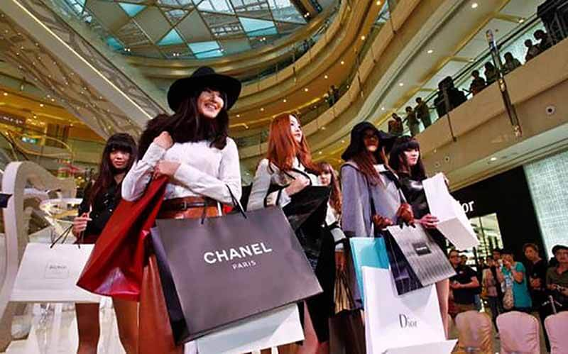 Chinese Tourist Dubai - Luxuria Tours & Events