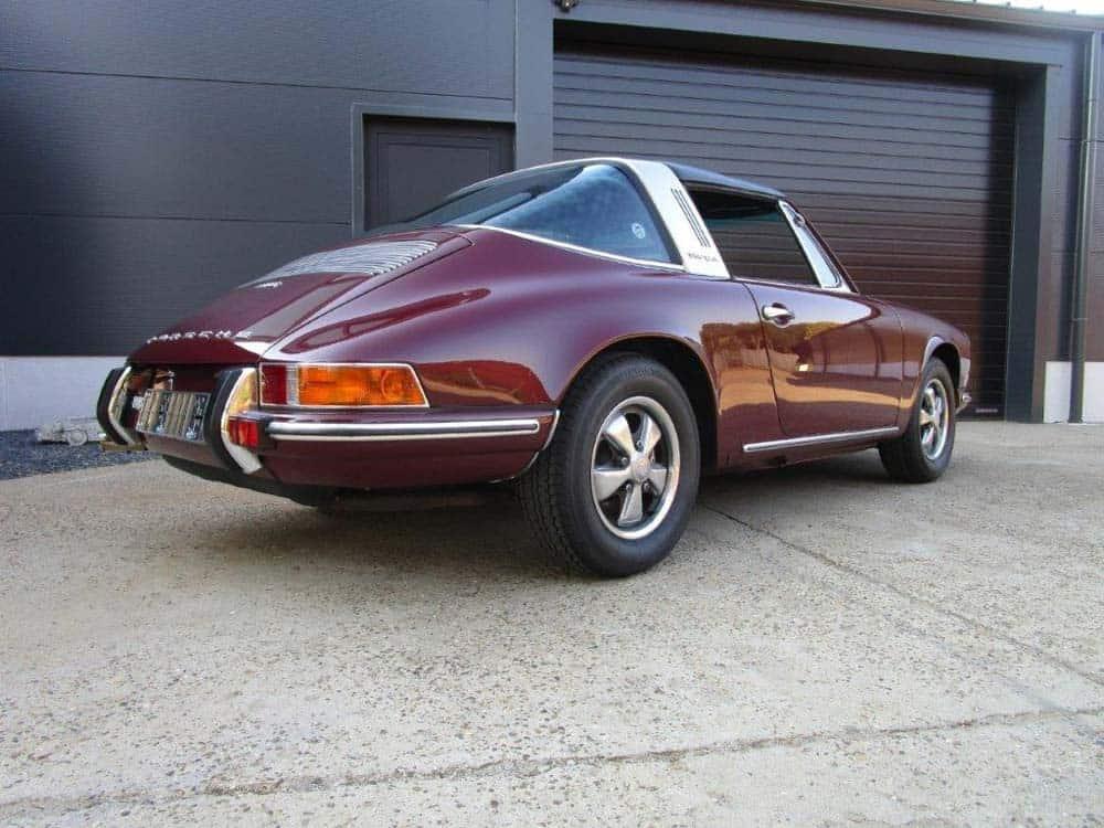 Porsche-911-targa-from-1970-brown