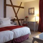 cour du corbeau hotel junior suite room