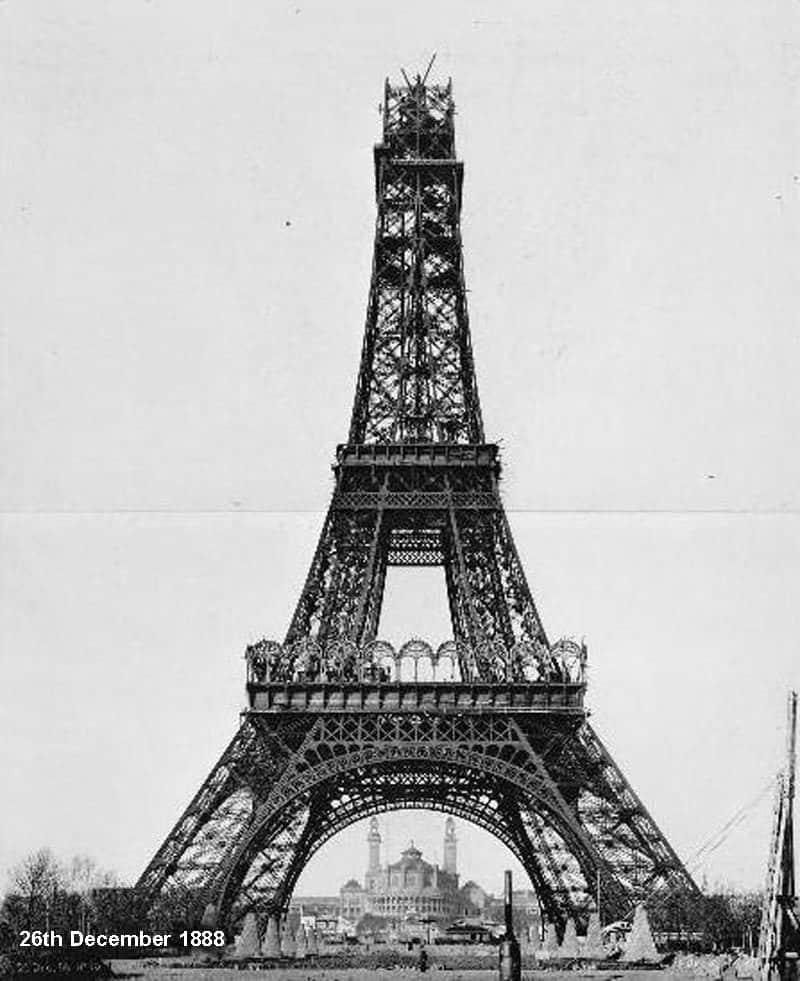 Eiffel-Tower-Construction-3