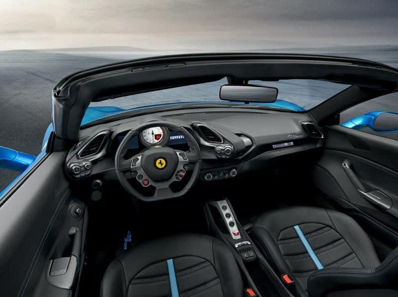Ferrari-488-Spider-interni