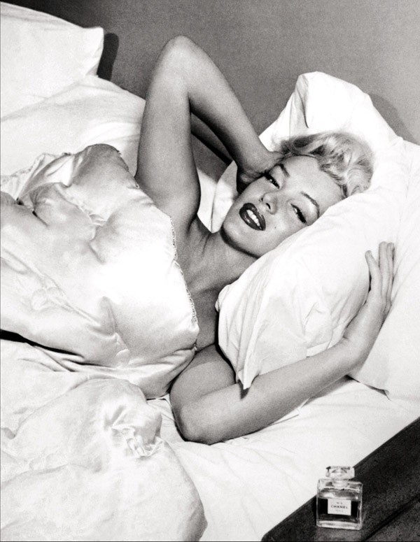 Modern-Screen-Marilyn-Monroe-1953-chanel5