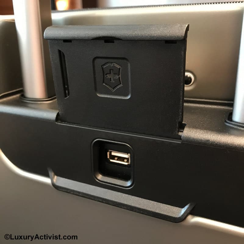 Victorinox-Lexicon-usb-charger