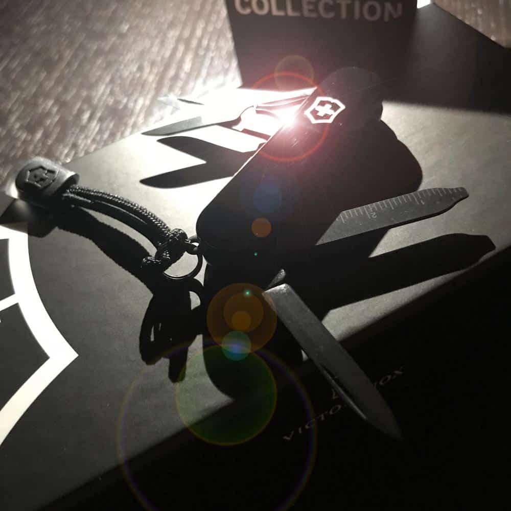 Victorinox-Onyx-Black-Collection-signature-lite-reviews-shot
