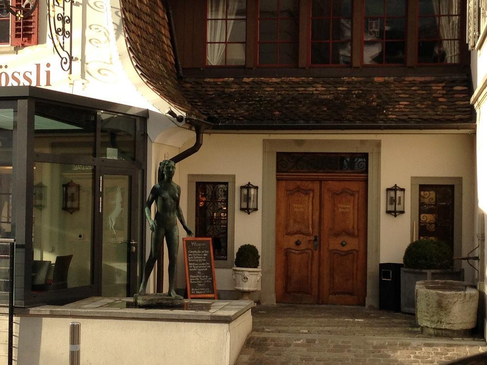 Wysses Rossli hotel front