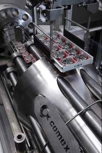 Comex producerede den specielle tank til udviklingen af Deepsea. Her testes den hårdføre model dybere end de 3.900 meter, som urets skive ellers angiver.